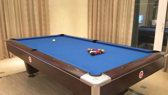 Interpool Brunswick table